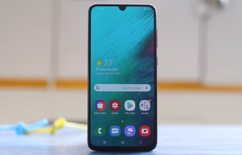 Samsung Galaxy A70 Review: Better option than the A50?